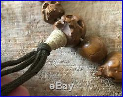 Rare bracelet ancien vanité 19 cranes en bois sculptés à voir