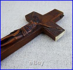 Rare et ancienne croix reliquaire Crucifix en bois sculpté XIXème