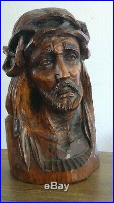 Sculpture ancienne tête du Christ en bois sculpté à la gouge