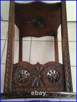 Superbe et ancienne SELLETTE GUERIDON TABLE en BOIS sculpté décor breton