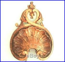 Très ancienne applique en bois sculpté doré à la feuille, à restaurer