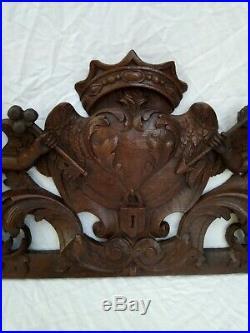 Très grand fronton ancien en bois sculpté. Angelots. XIX ème