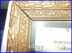XIX ème chateau Cadre ancien sculpté ornementé en bois doré d'origine 26 x 21 cm