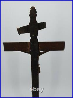 XVIII ème s, Crucifix Ancien en bois sculpté patiné